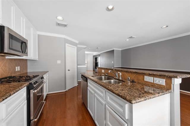 2 Bedrooms, Greater Heights Rental in Houston for $2,150 - Photo 2