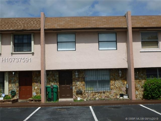 3 Bedrooms, Brentwood Townhouse Rental in Miami, FL for $1,750 - Photo 1