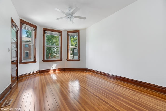 3 Bedrooms, Roscoe Village Rental in Chicago, IL for $2,500 - Photo 2
