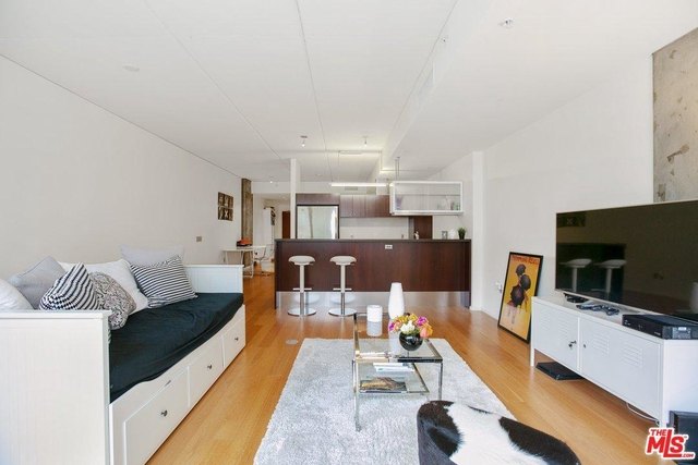 1 Bedroom, South Park Rental in Los Angeles, CA for $2,850 - Photo 2