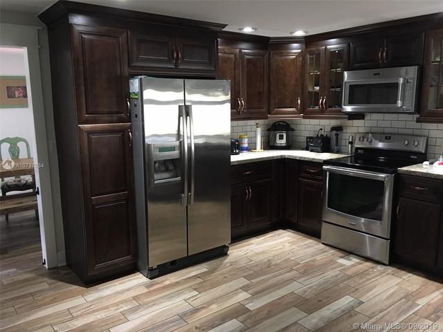 3 Bedrooms, Rolling Hills Lake Estates Rental in Miami, FL for $3,000 - Photo 2