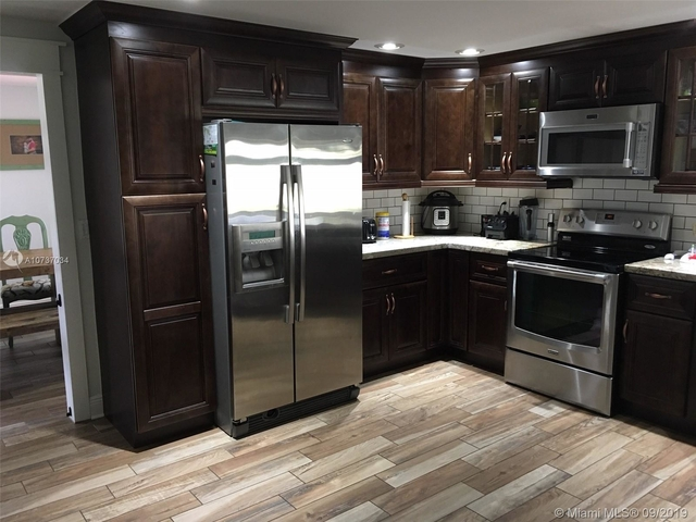 3 Bedrooms, Rolling Hills Lake Estates Rental in Miami, FL for $2,850 - Photo 2