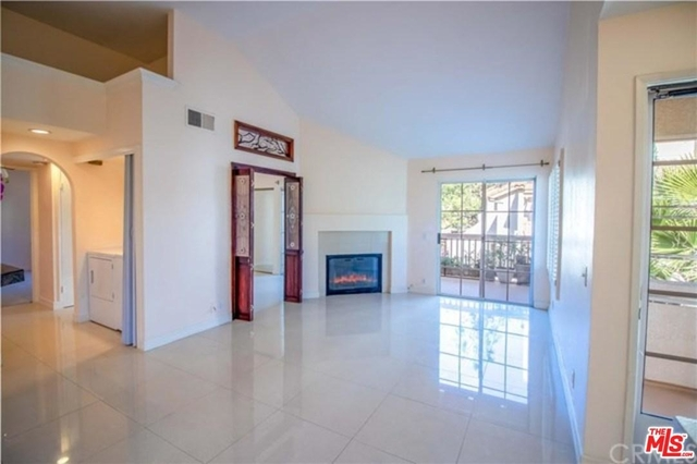 2 Bedrooms, Central Laguna Hills Rental in Los Angeles, CA for $2,300 - Photo 2