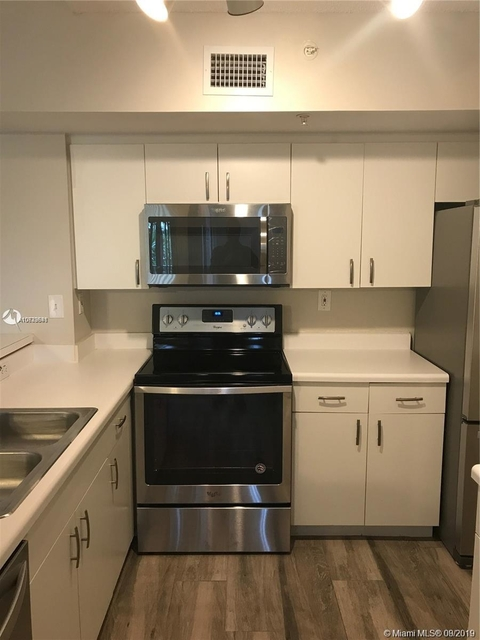 2 Bedrooms, University Village East Rental in Miami, FL for $1,650 - Photo 1