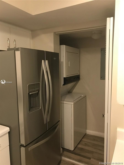 2 Bedrooms, University Village East Rental in Miami, FL for $1,650 - Photo 2