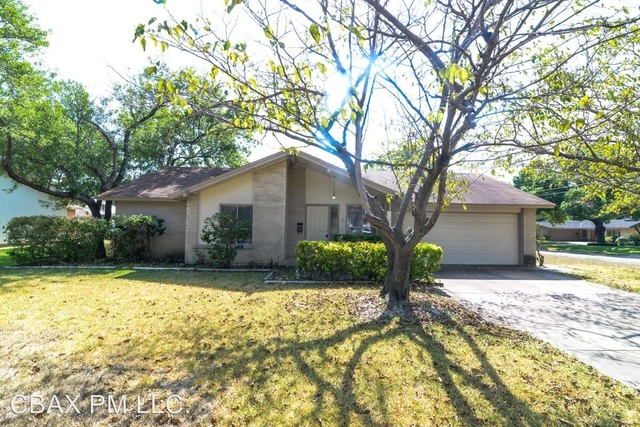 3 Bedrooms, Highland Meadows Rental in Dallas for $1,425 - Photo 1