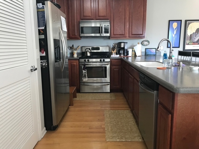 2 Bedrooms, Oak Park Rental in Chicago, IL for $2,350 - Photo 2