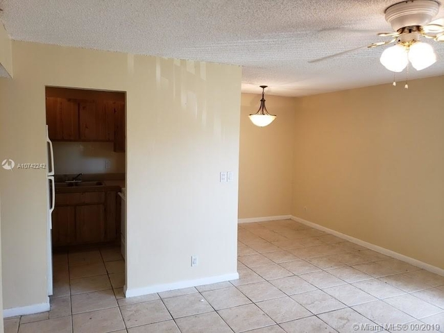 2 Bedrooms, Country Club Rental in Miami, FL for $1,250 - Photo 2