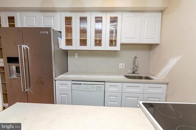 2 Bedrooms, Fitler Square Rental in Philadelphia, PA for $2,695 - Photo 2