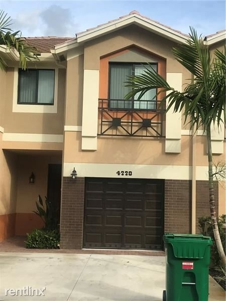 3 Bedrooms, Emerald Isles Rental in Miami, FL for $2,500 - Photo 1