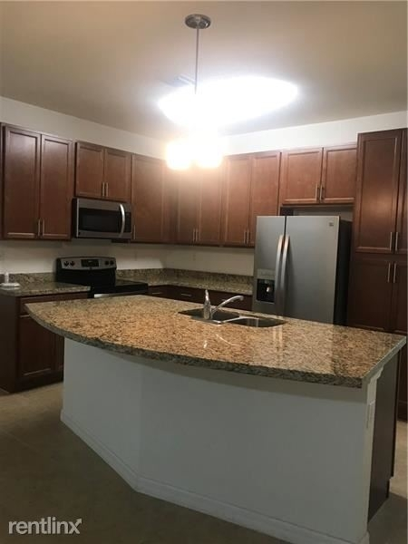 3 Bedrooms, Emerald Isles Rental in Miami, FL for $2,500 - Photo 2