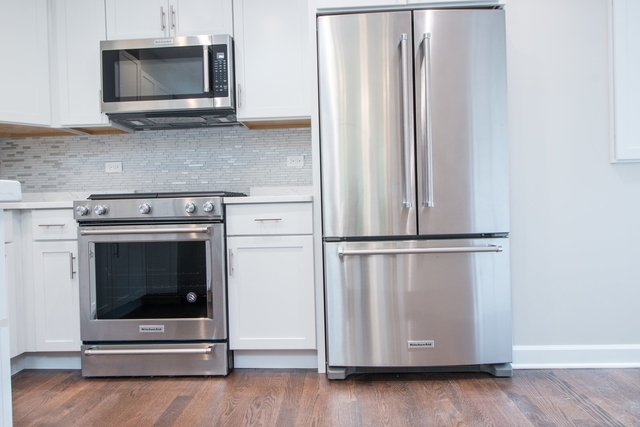 3 Bedrooms, Roscoe Village Rental in Chicago, IL for $3,395 - Photo 2