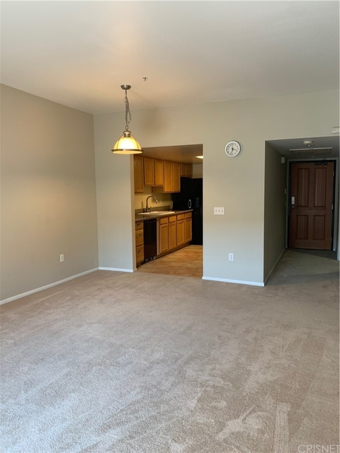 2 Bedrooms, NoHo Arts District Rental in Los Angeles, CA for $2,450 - Photo 2