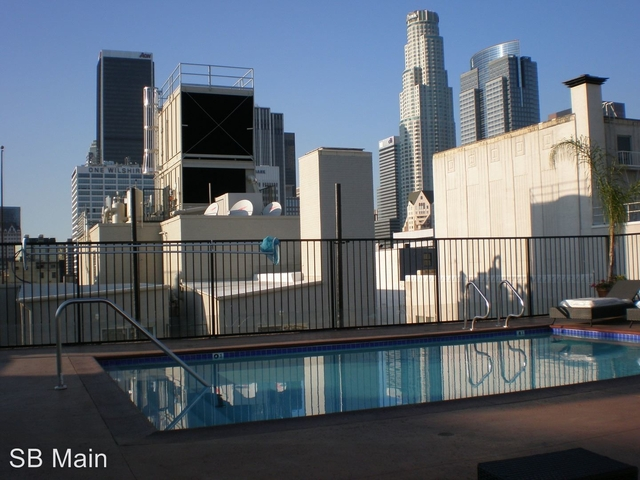 1 Bedroom, Gallery Row Rental in Los Angeles, CA for $2,200 - Photo 2