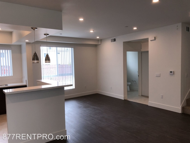 3 Bedrooms, Van Nuys Rental in Los Angeles, CA for $3,225 - Photo 2