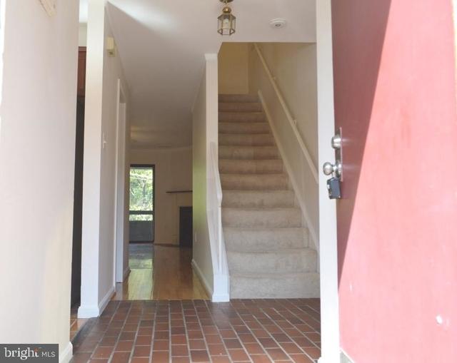 2 Bedrooms, Bethesda Rental in Washington, DC for $2,300 - Photo 2