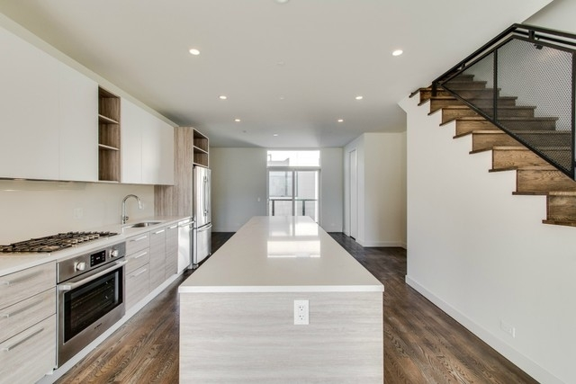 3 Bedrooms, Cabrini-Green Rental in Chicago, IL for $4,450 - Photo 2
