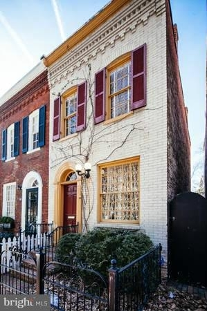 2 Bedrooms, East Village Rental in Washington, DC for $4,350 - Photo 2
