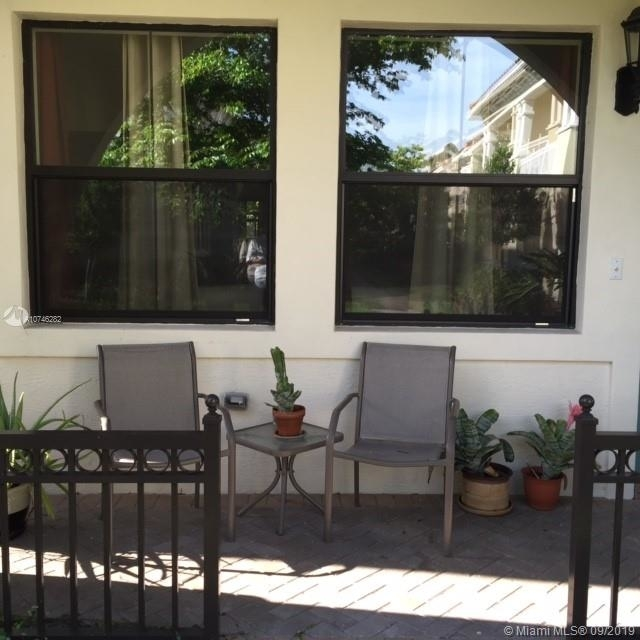 3 Bedrooms, Sawgrass Lakes Rental in Miami, FL for $2,525 - Photo 2