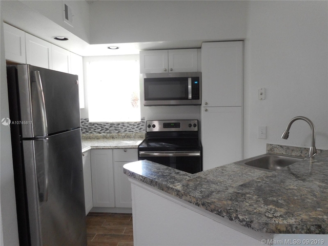 2 Bedrooms, Holiday Springs Village Rental in Miami, FL for $1,360 - Photo 2