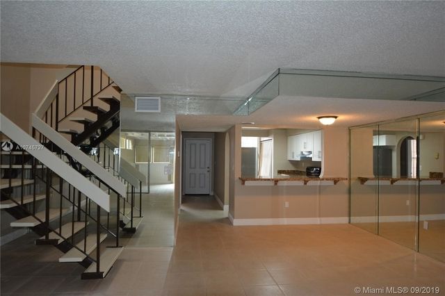 4 Bedrooms, Kendale Lakes North Rental in Miami, FL for $1,900 - Photo 2
