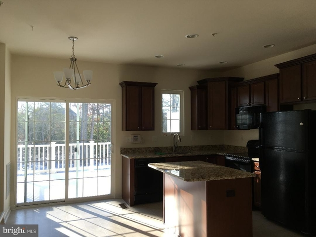 2 Bedrooms, St. Charles Rental in Washington, DC for $1,900 - Photo 2