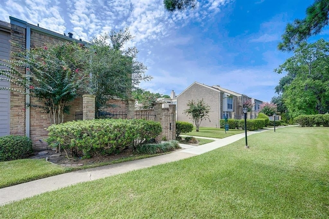 3 Bedrooms, Memorial Place Townhome Rental in Houston for $1,850 - Photo 2
