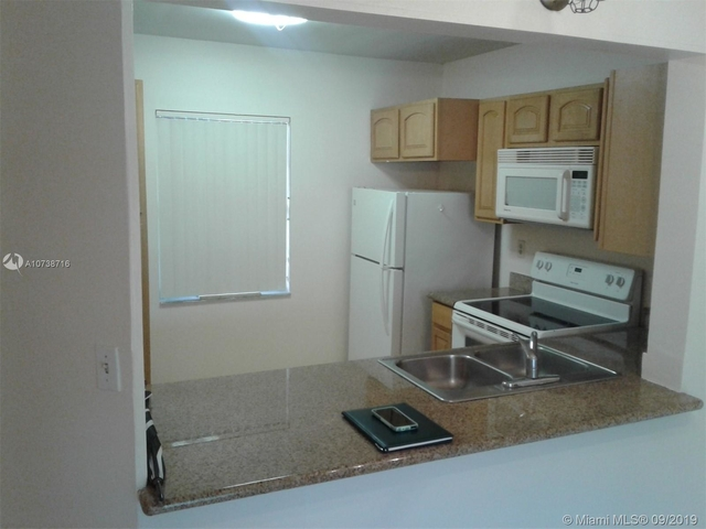 2 Bedrooms, Forest Hills Rental in Miami, FL for $1,250 - Photo 2