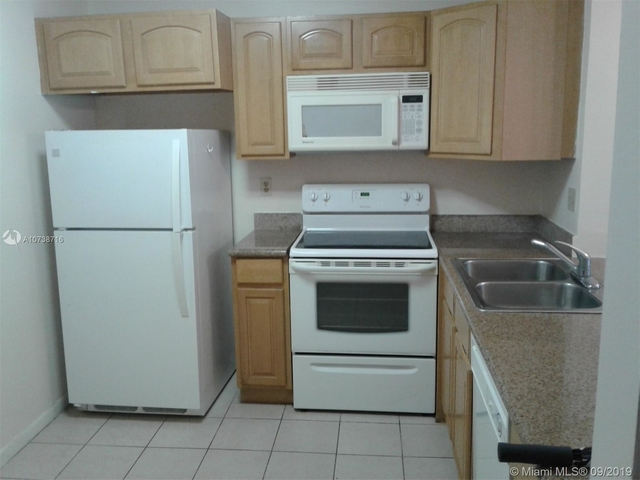 2 Bedrooms, Forest Hills Rental in Miami, FL for $1,250 - Photo 1
