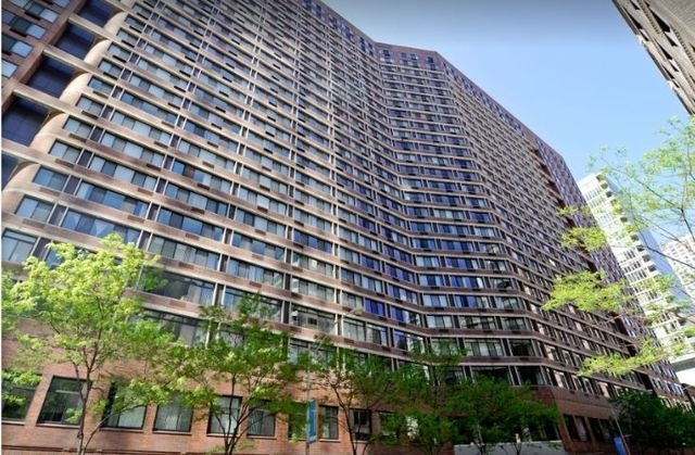 2 Bedrooms, Gold Coast Rental in Chicago, IL for $2,400 - Photo 1