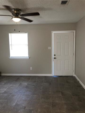 2 Bedrooms, North Side Rental in Dallas for $825 - Photo 2