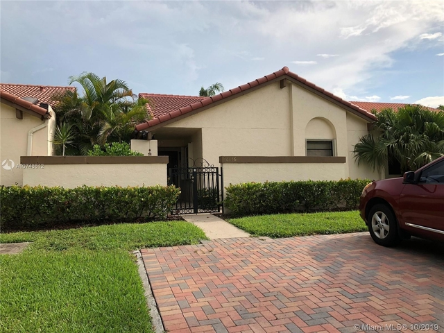 3 Bedrooms, Moors Townhouses Rental in Miami, FL for $2,200 - Photo 1