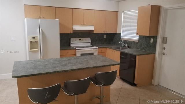 2 Bedrooms, Northeast Coconut Grove Rental in Miami, FL for $1,700 - Photo 1