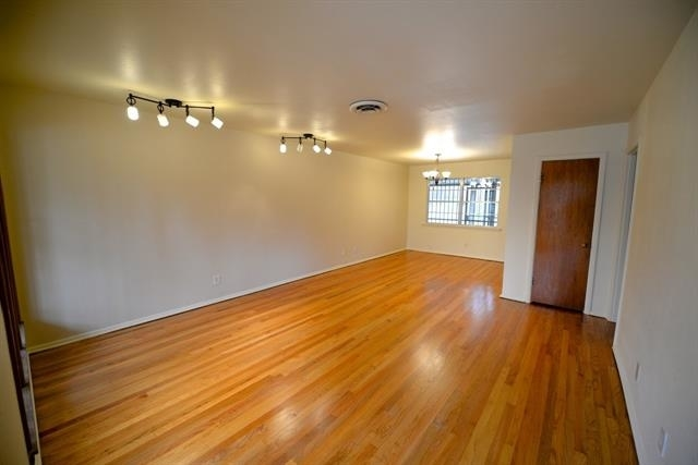 3 Bedrooms, Sunset Heights South Rental in Dallas for $1,350 - Photo 2