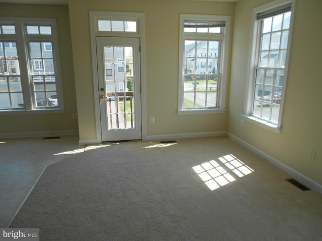 3 Bedrooms, New Bristow Village Rental in Washington, DC for $2,275 - Photo 2