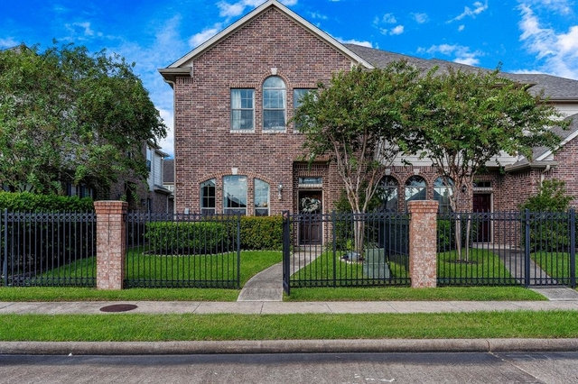 2 Bedrooms, Enclave at Briargreen Townhome Rental in Houston for $1,800 - Photo 1