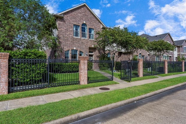 2 Bedrooms, Enclave at Briargreen Townhome Rental in Houston for $1,800 - Photo 2