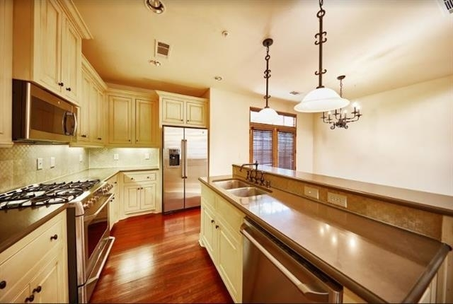 2 Bedrooms, Vickery Place Rental in Dallas for $3,264 - Photo 2