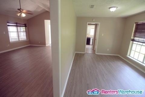 4 Bedrooms, Sagemont Rental in Houston for $1,475 - Photo 2