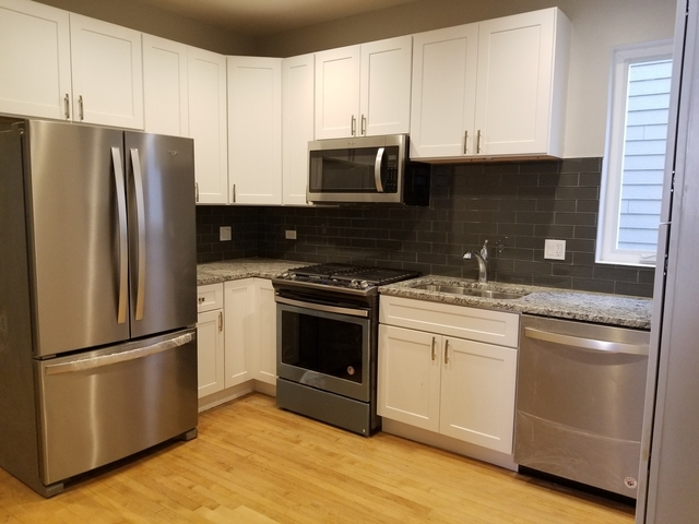 3 Bedrooms, Roscoe Village Rental in Chicago, IL for $2,450 - Photo 2