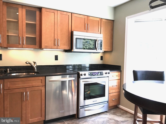 2 Bedrooms, Clarendon - Courthouse Rental in Washington, DC for $3,400 - Photo 2