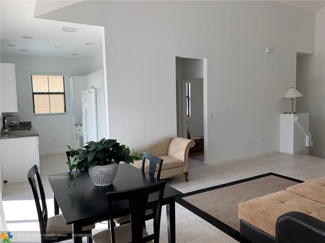 2 Bedrooms, Sawgrass Lakes Rental in Miami, FL for $2,250 - Photo 2