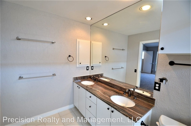 2 Bedrooms, Crosby Street Square Townhome Rental in Houston for $2,200 - Photo 2