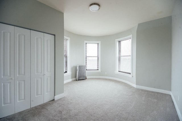 4 Bedrooms, Woodlawn Rental in Chicago, IL for $1,350 - Photo 2
