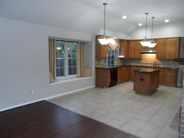 3 Bedrooms, Bay Knoll Rental in Houston for $1,000 - Photo 1