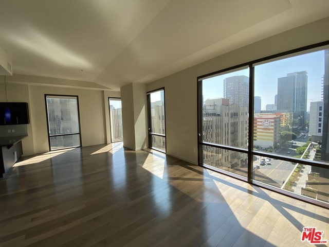 2 Bedrooms, Financial District Rental in Los Angeles, CA for $3,300 - Photo 1