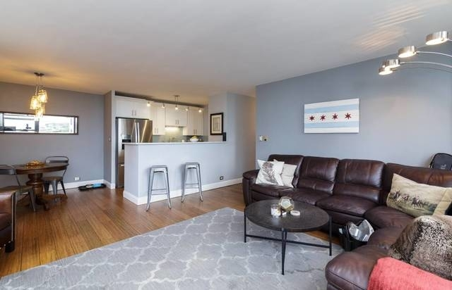 2 Bedrooms, Gold Coast Rental in Chicago, IL for $2,995 - Photo 2