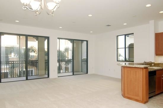 2 Bedrooms, Sawgrass Lakes Rental in Miami, FL for $2,050 - Photo 2
