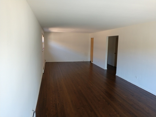 2 Bedrooms, Calumet Rental in Chicago, IL for $1,100 - Photo 2