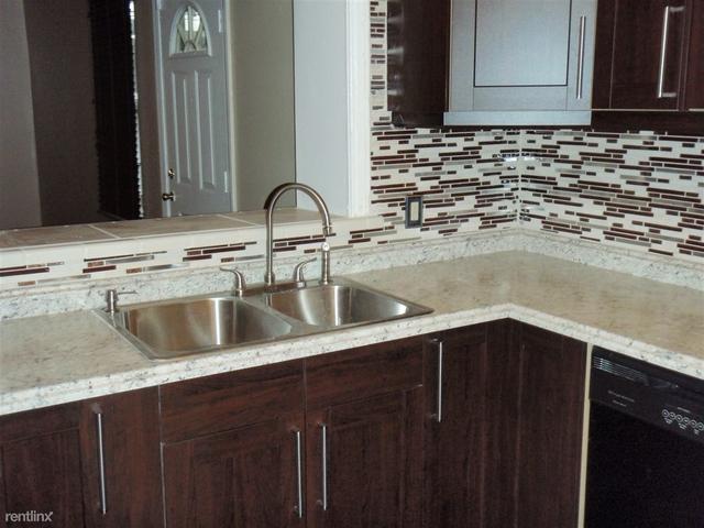3 Bedrooms, Grandmont Rental in Detroit, MI for $1,100 - Photo 2